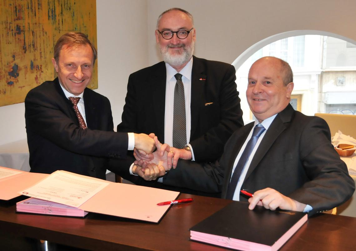 photo-signature-partenariat-capeb-iris-st-oppbtp